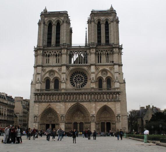 Parisreise – Notre-Dame & Arc de Triomphe